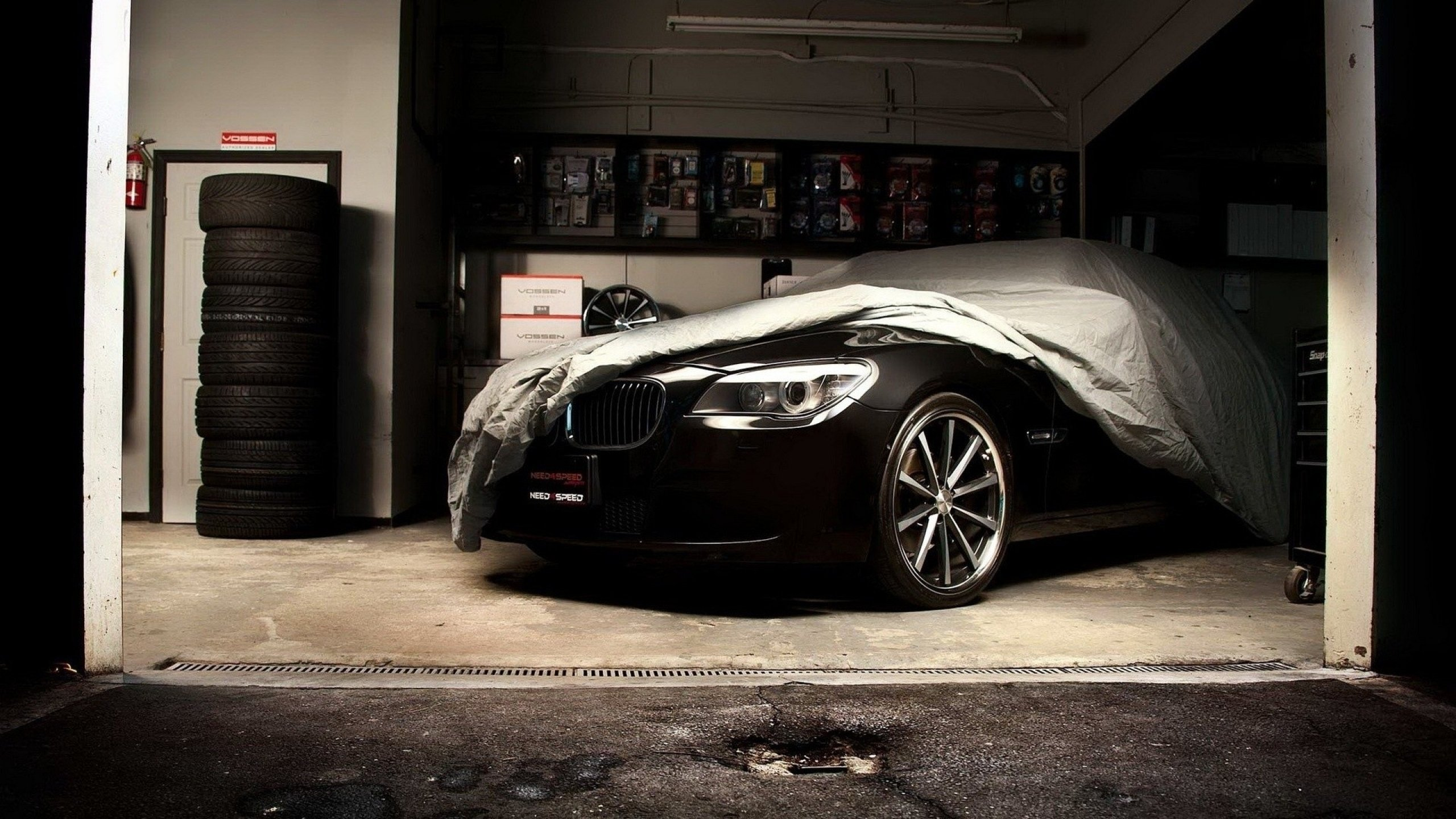 Bmw Wallpaper Garage 2560x1440 Download Hd Wallpaper Wallpapertip
