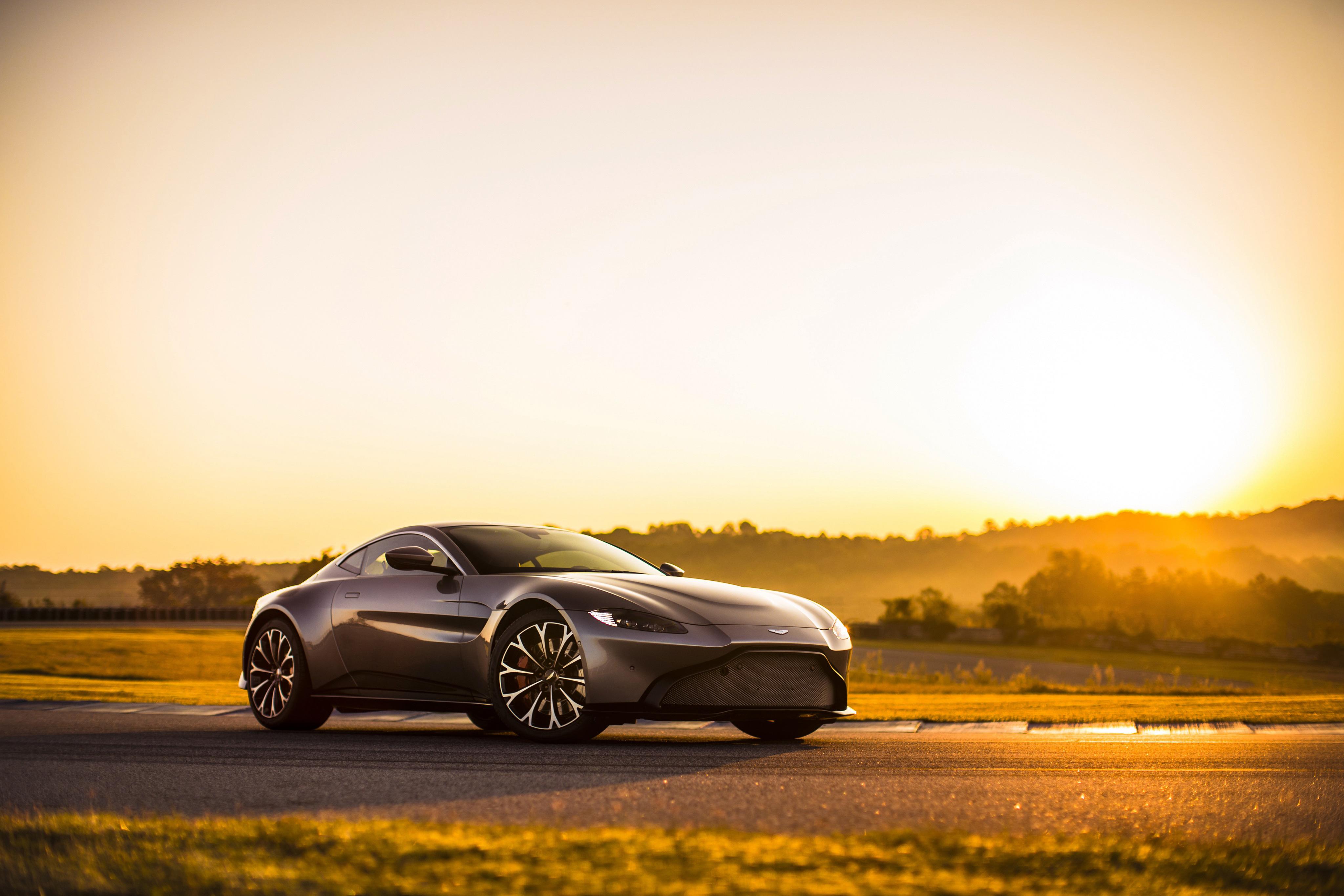 Luxury Aston Martin Sports Cars 4096x2731 Download Hd Wallpaper Wallpapertip