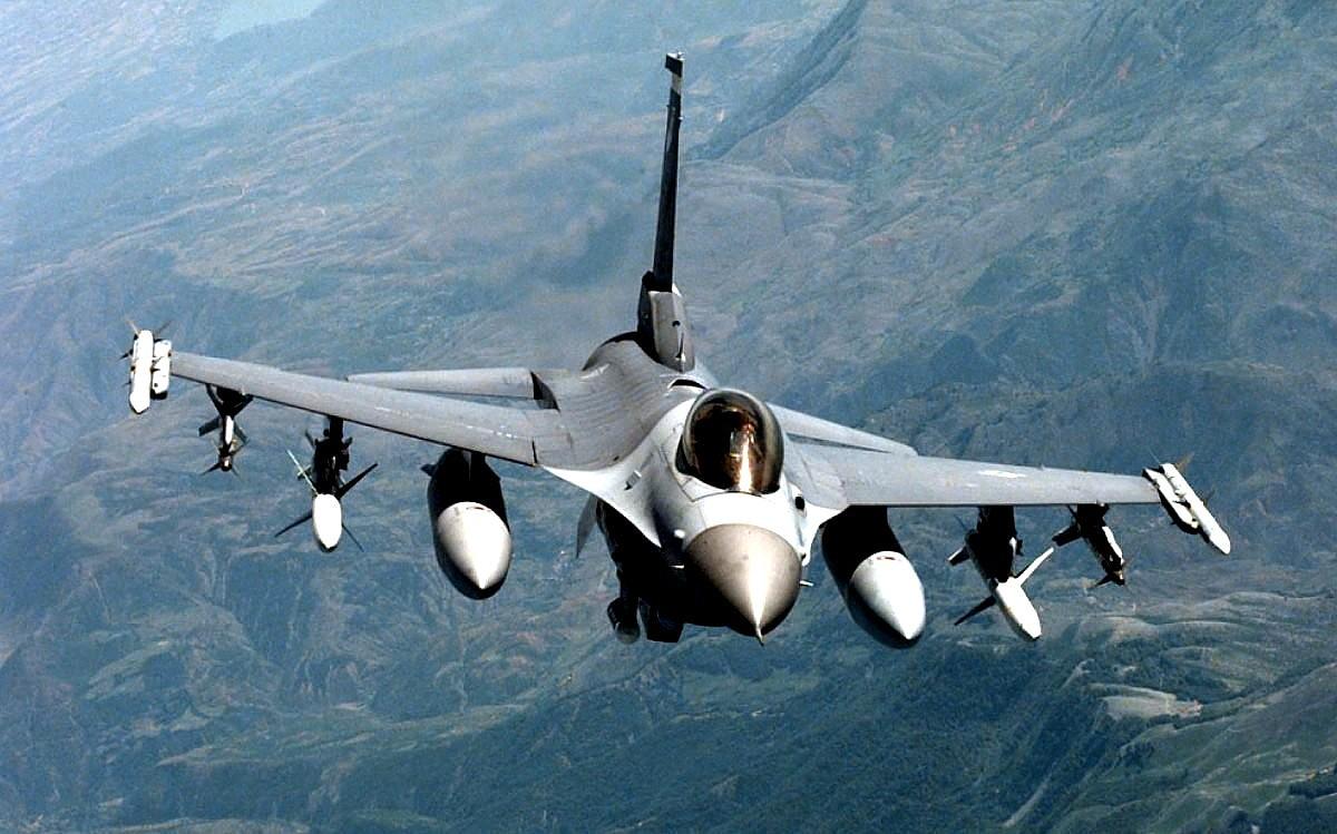 F 16 Fighting Falcon Jet Fighter Wallpaper F 16 Fighter 1200x749 Download Hd Wallpaper Wallpapertip