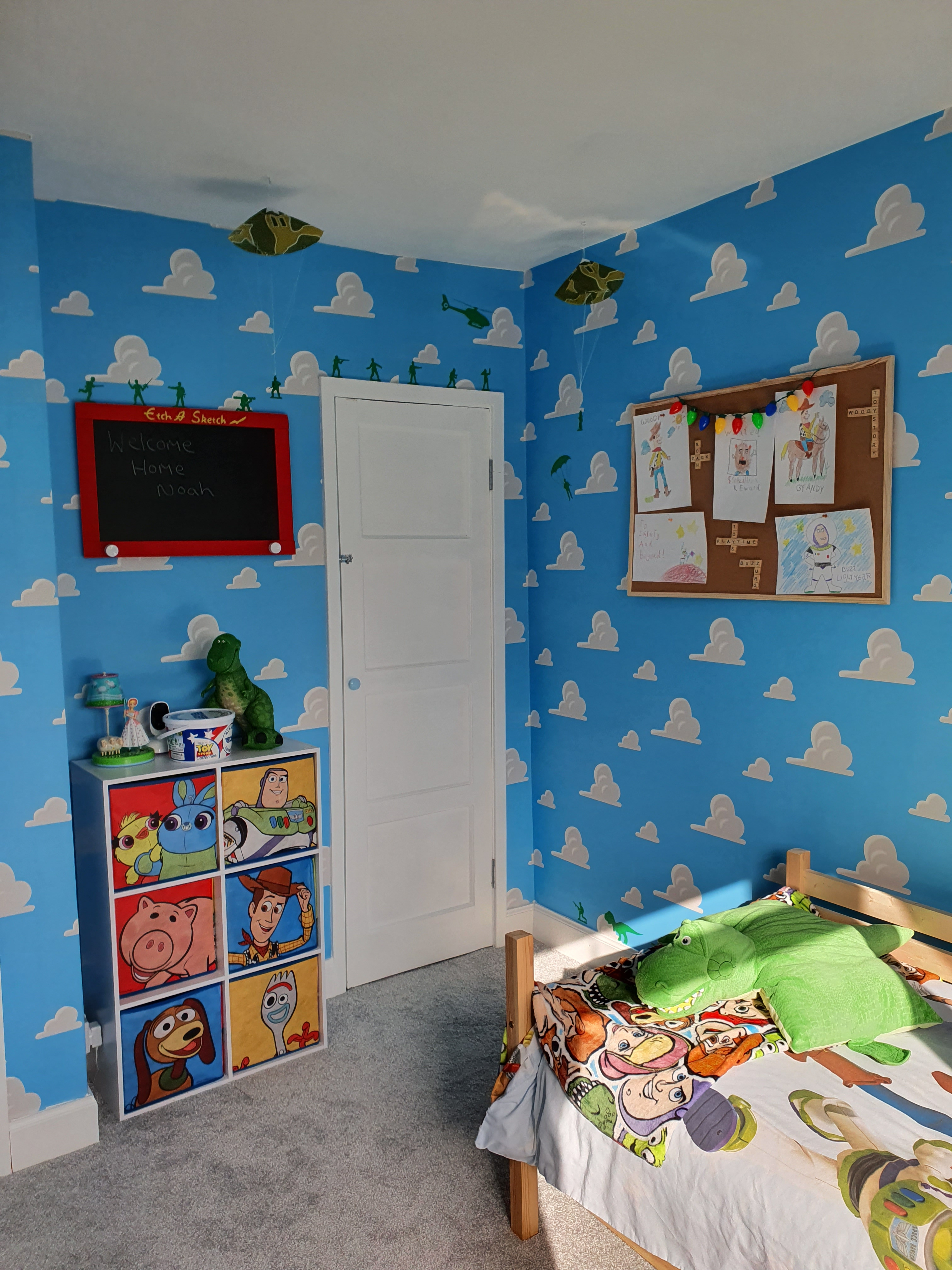 The Room Featured A Wall Mounted Etch A Sketch Hand Toys Story Themed Bedroom 3024x4032 Download Hd Wallpaper Wallpapertip
