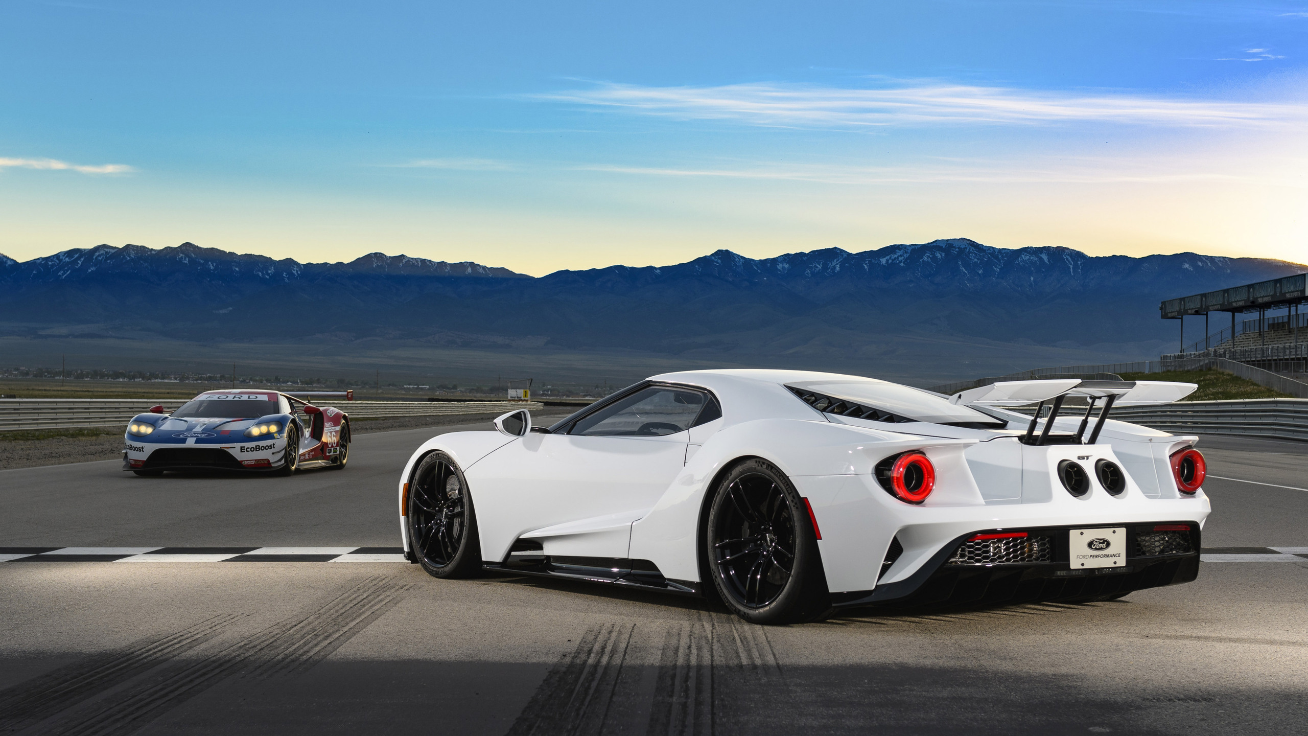 White Ford Gt Ford Gt Wallpaper Iphone 2048x1152 Download Hd Wallpaper Wallpapertip