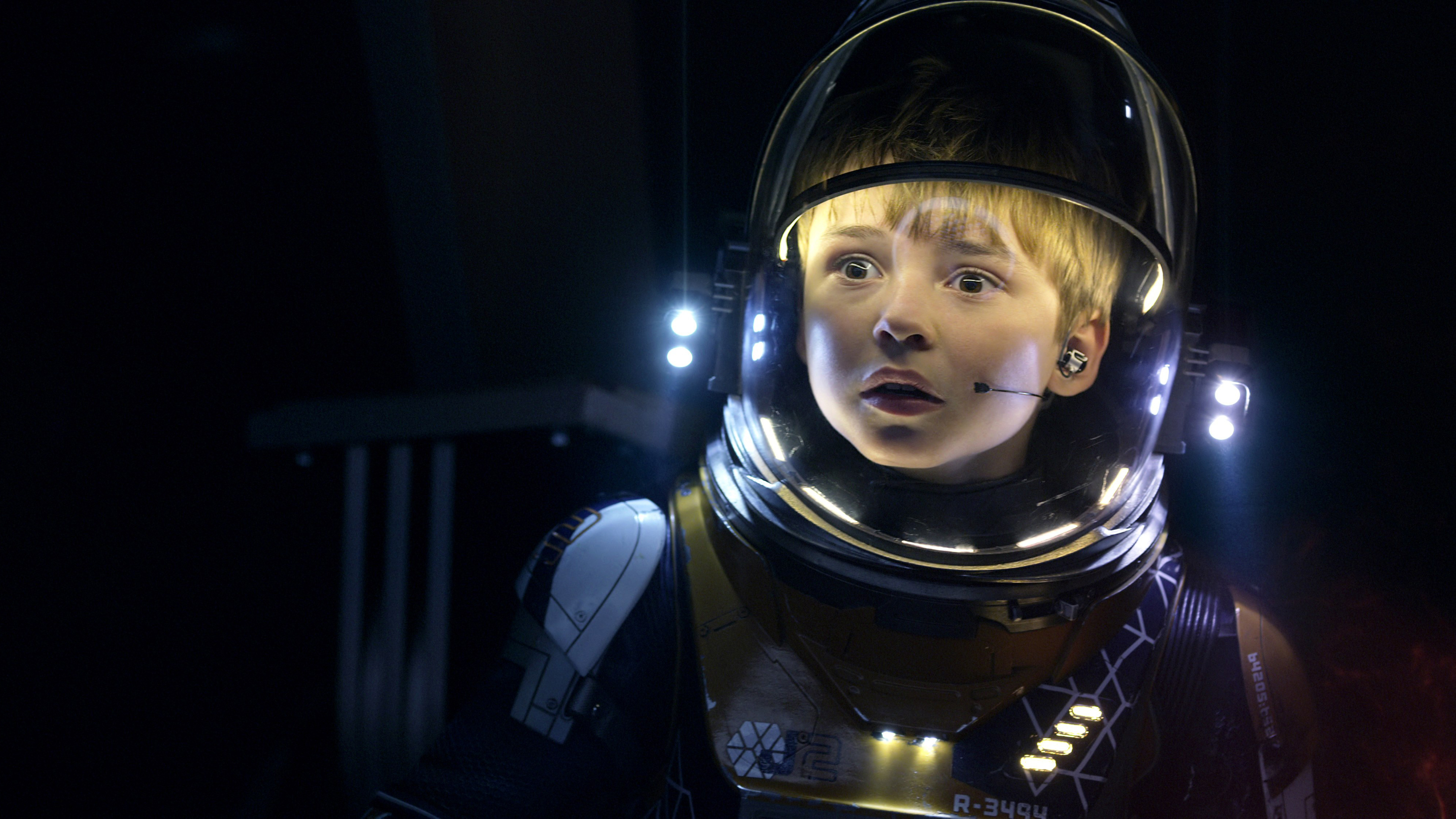Maxwell Jenkins As Will In Lost In Space 4k Wallpapers Will Robinson Lost In Space Netflix 4000x2250 Download Hd Wallpaper Wallpapertip