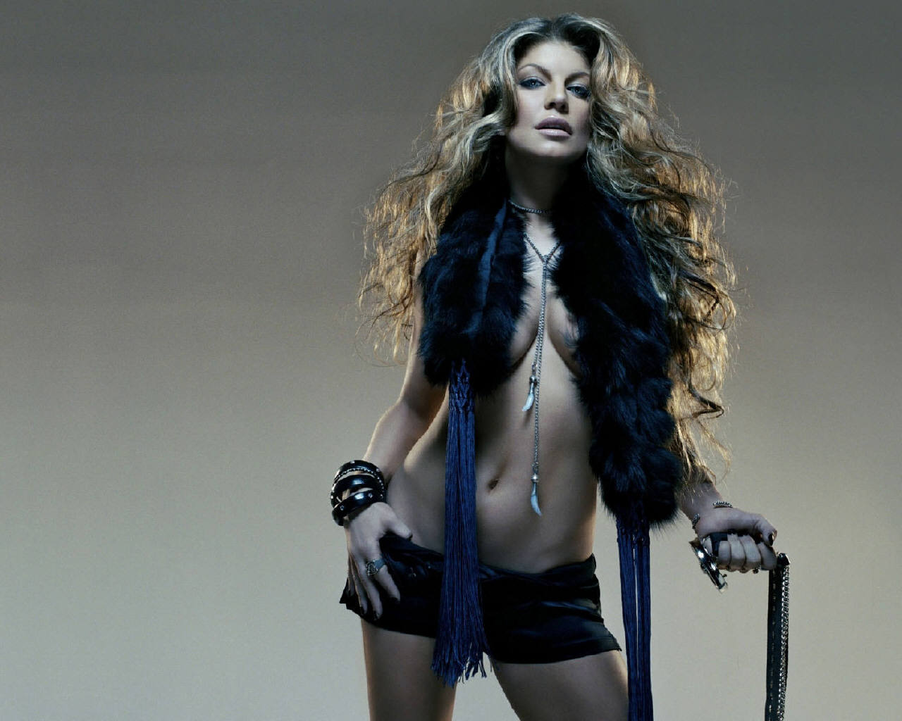 Fergie kicks ass in short shorts and edgy buckled boots shoes post