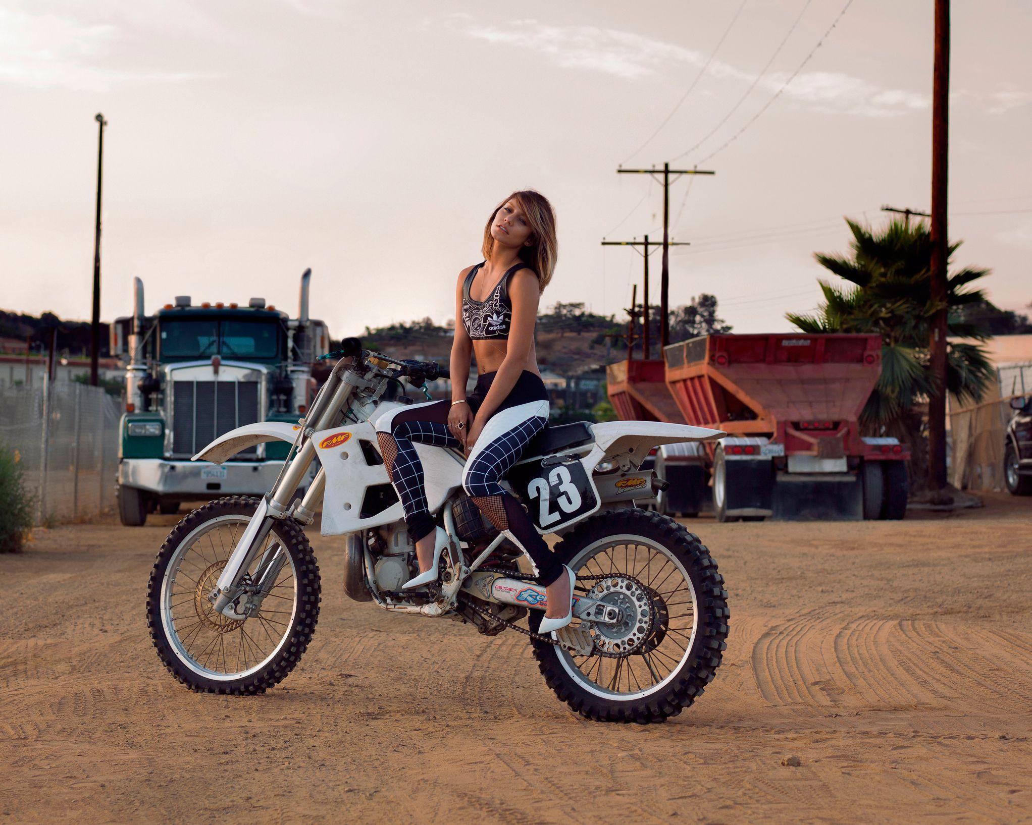 Dirt Bike Girls Wallpaper 2044x1635 Download Hd Wallpaper Wallpapertip