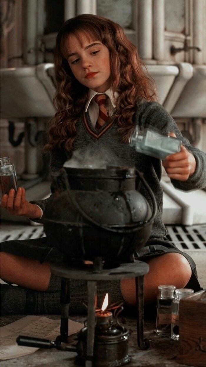 Emma Watson As Hermione Granger Sitting On The Floor 700x1244 Download Hd Wallpaper Wallpapertip