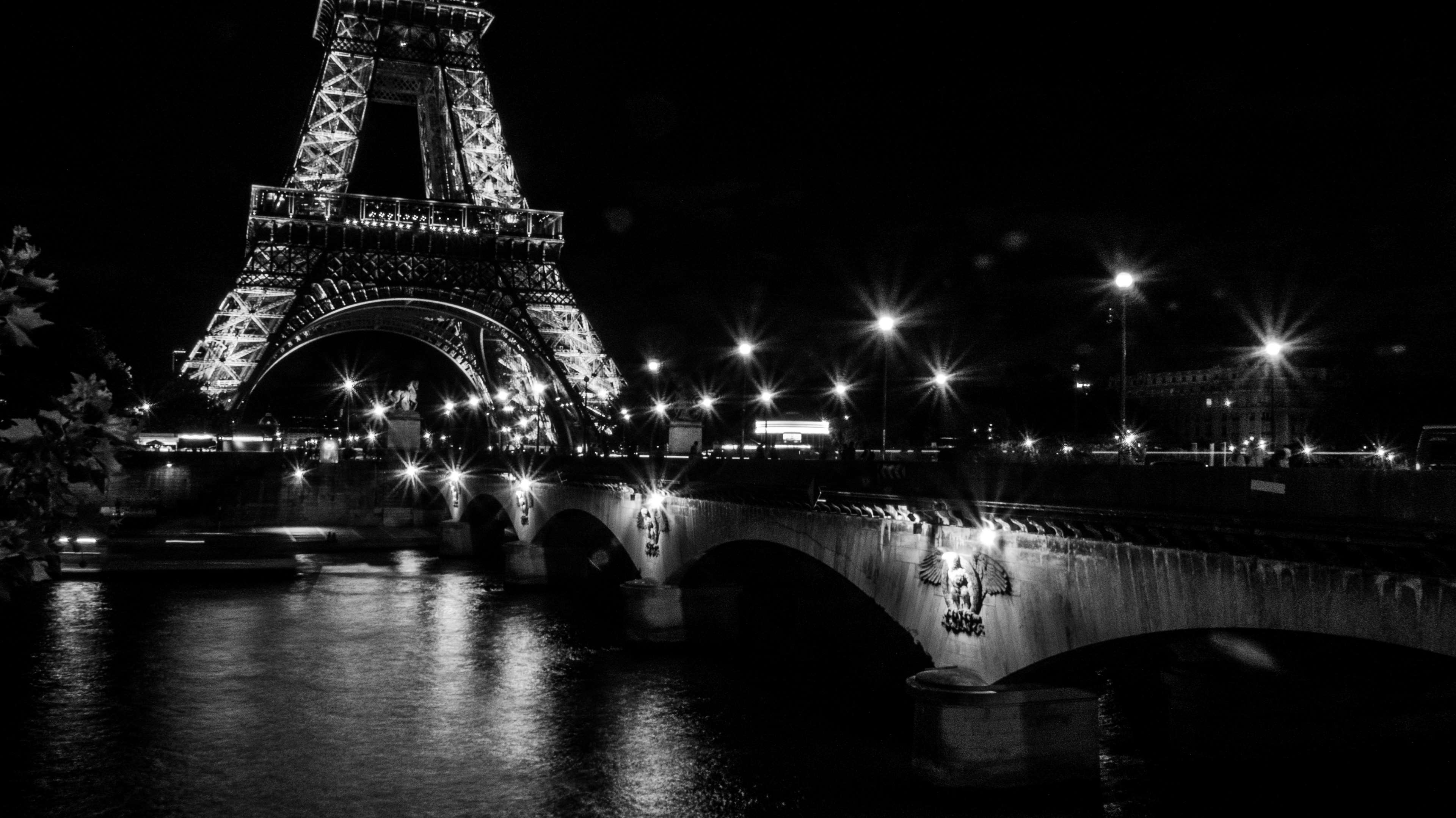 Black And White Bridge Eiffel Tower Lights Long Trocadero Gardens 3840x2158 Download Hd Wallpaper Wallpapertip