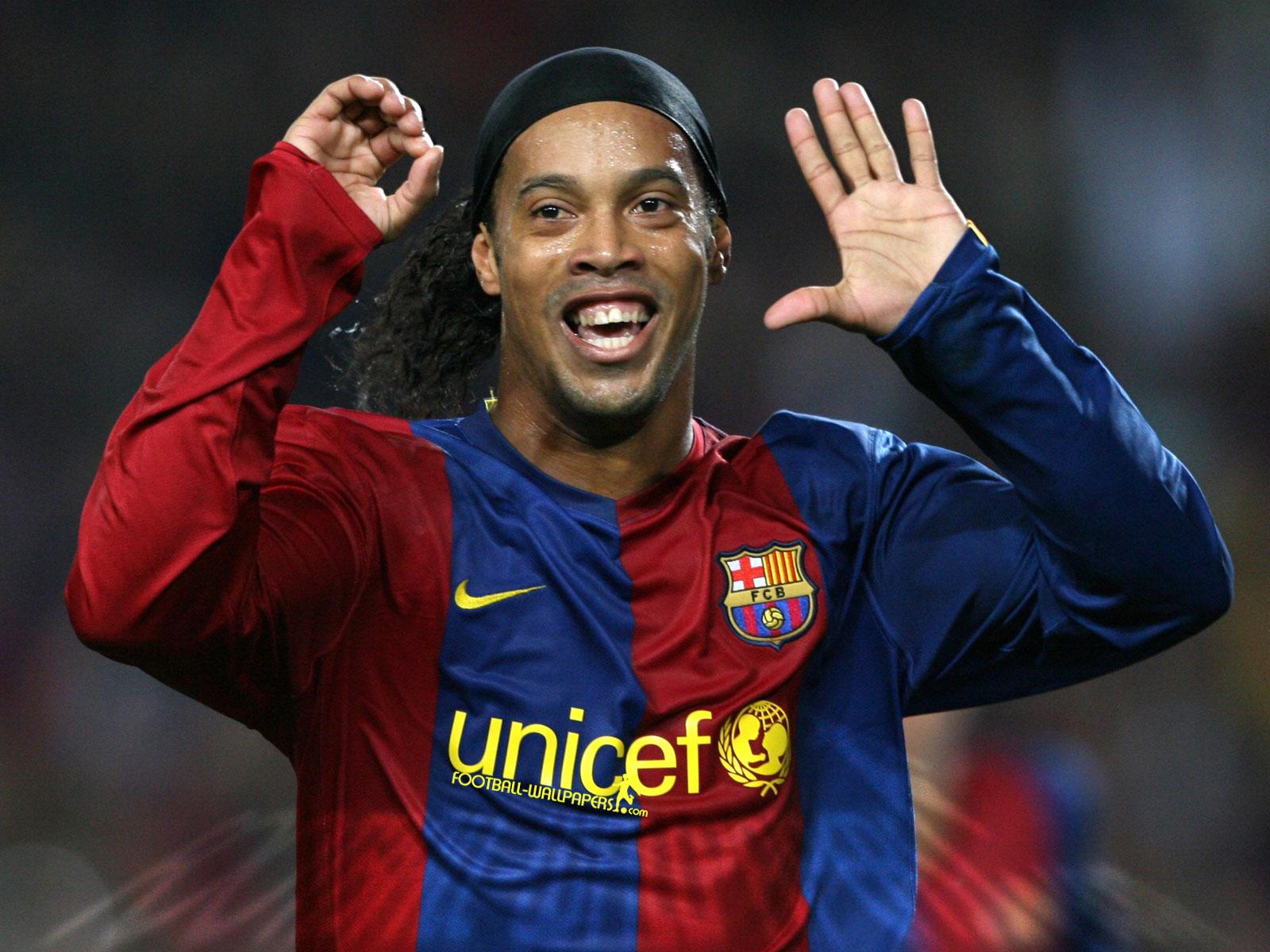 Awesome Ronaldinho Hd Wallpaper Free Download 1600x1200 Download Hd Wallpaper Wallpapertip