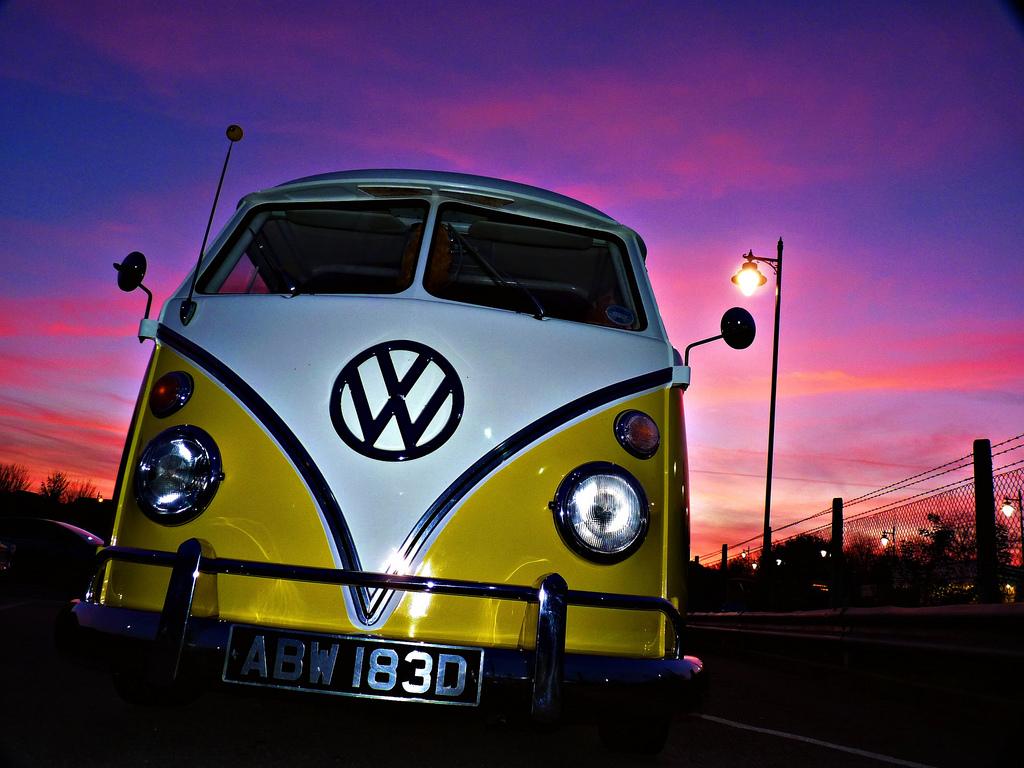 Classic Volkswagen Bus Wallpaper Iphone Wallpaper Vw Buses Background 1024x768 Download Hd Wallpaper Wallpapertip