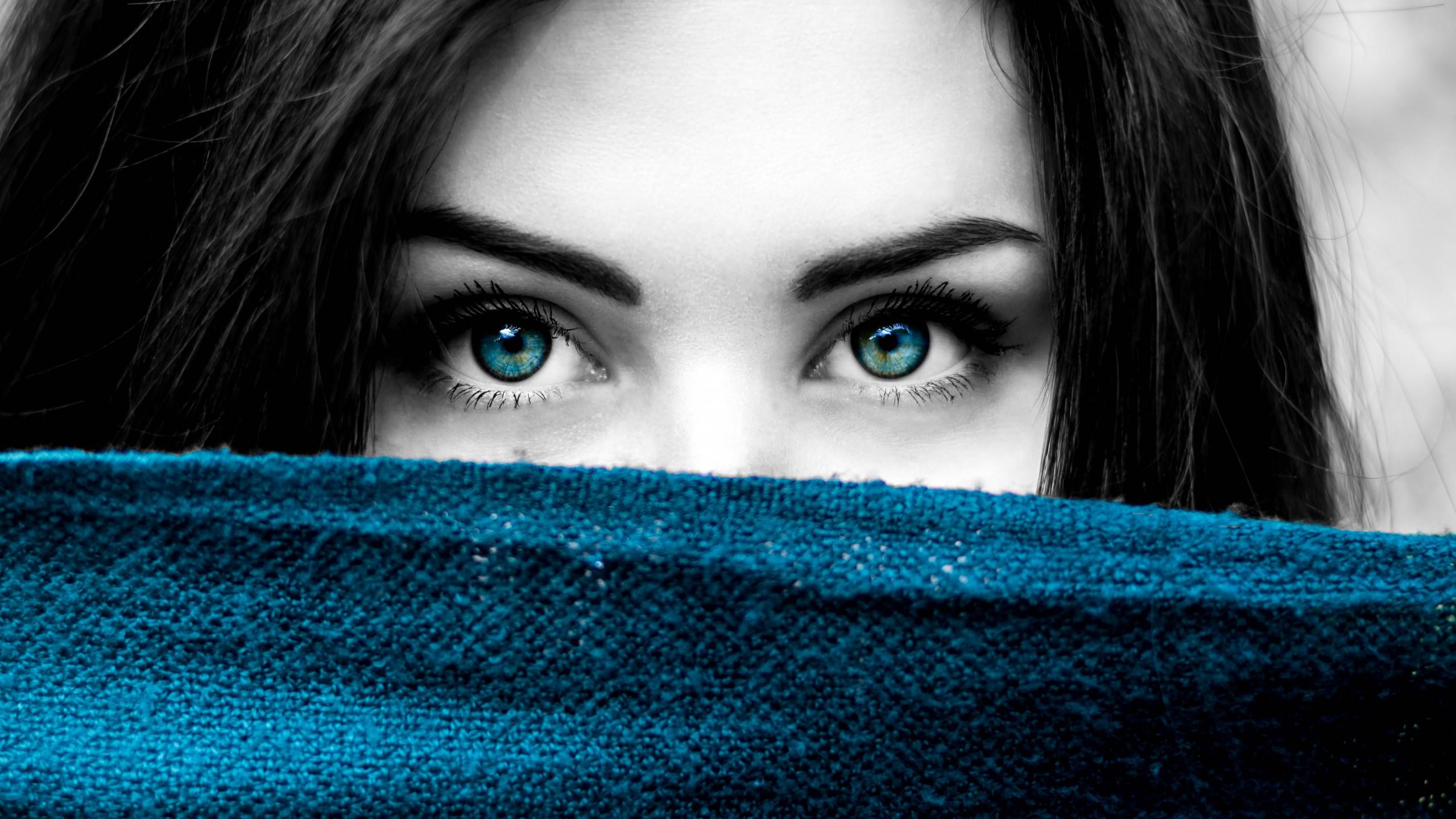 Augen schwarze haare schauspielerin blaue Stars Mit