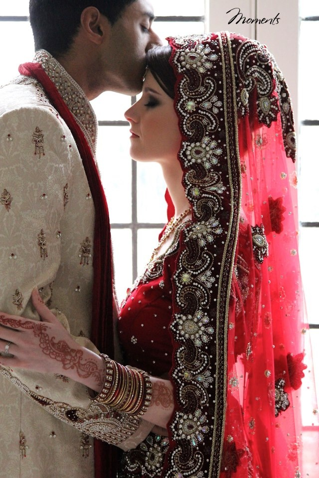 Indian Wedding Couple Wallpaper Newly Wedded Indian Couple 640x960 Download Hd Wallpaper Wallpapertip