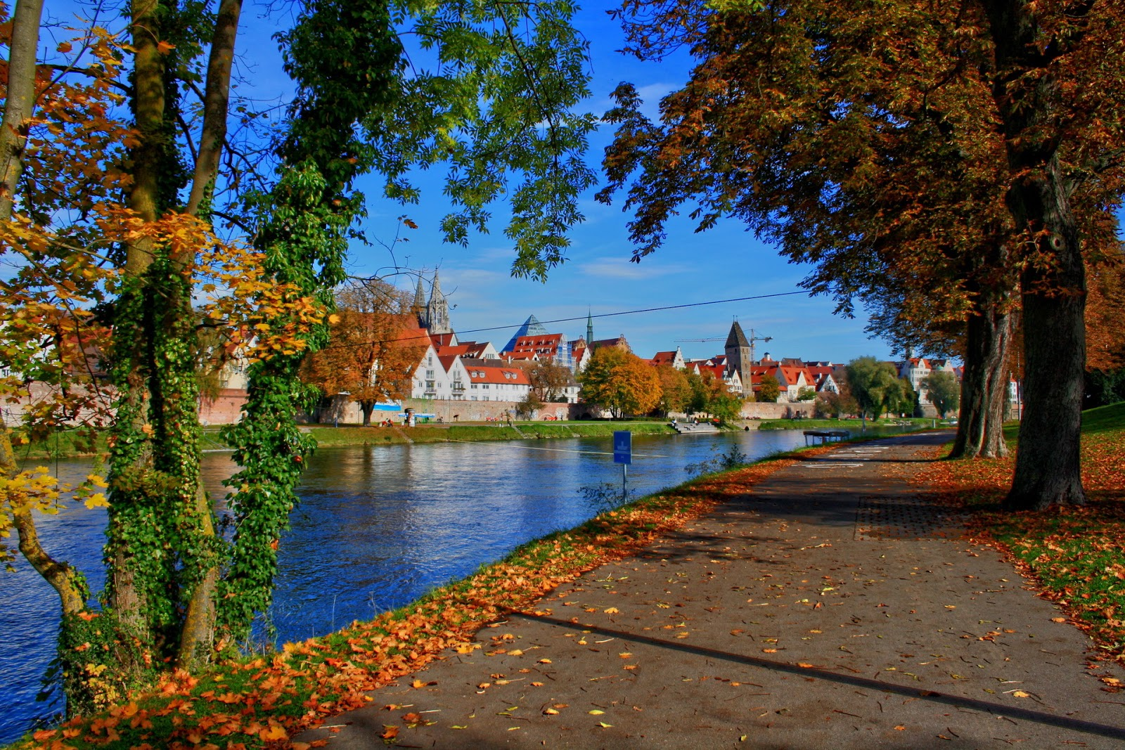 Bavaria Germany In Autumn 1600x1067 Download Hd Wallpaper Wallpapertip
