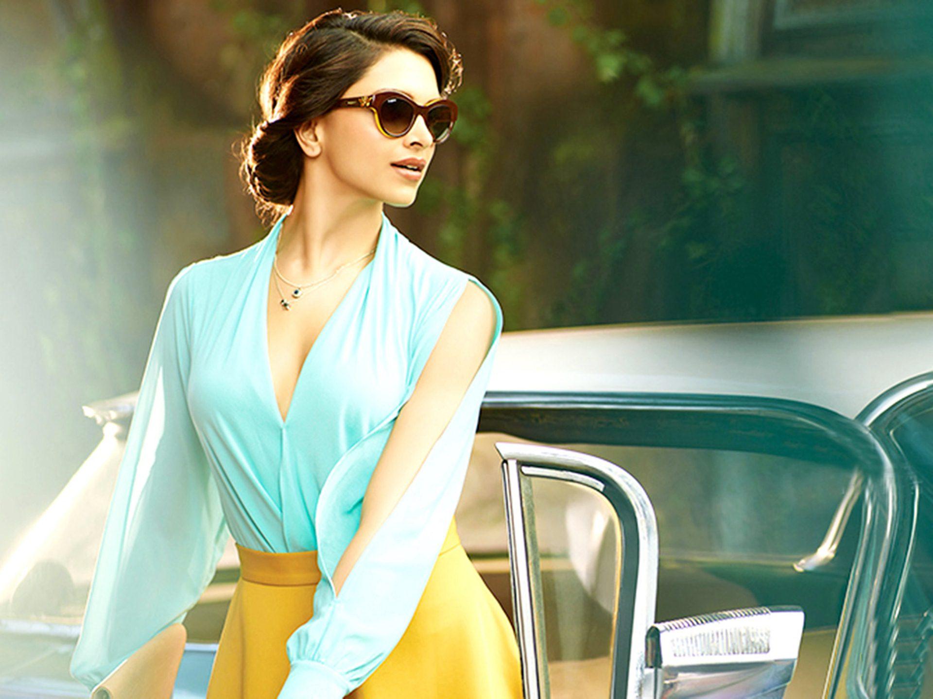 Deepika Padukone Photo Gallery From Vogue - Deepika Padukone In Sunglasses  - 1920x1440 - Download HD Wallpaper - WallpaperTip