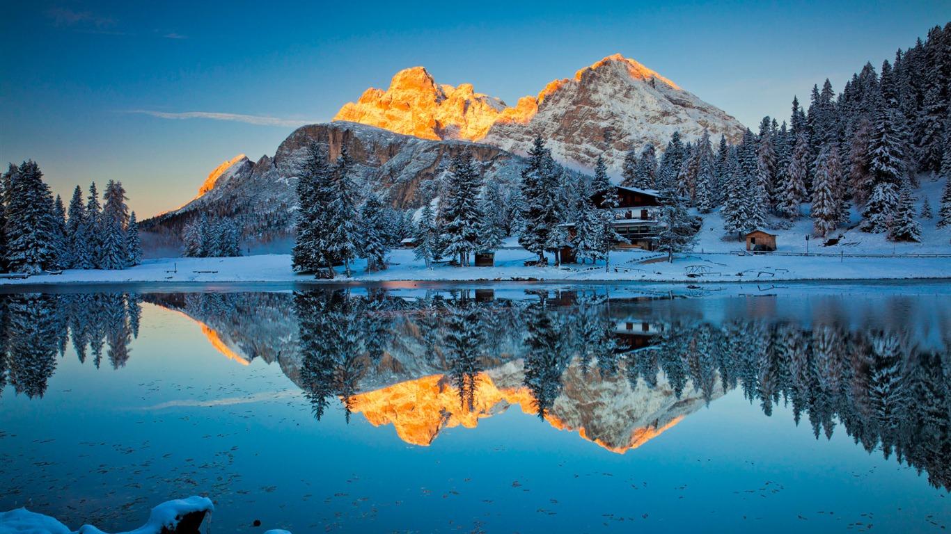 Chalet D Hiver Dans Les Montagnes Fond D Ecran Faire Windows 10 1366x768 Wallpapertip