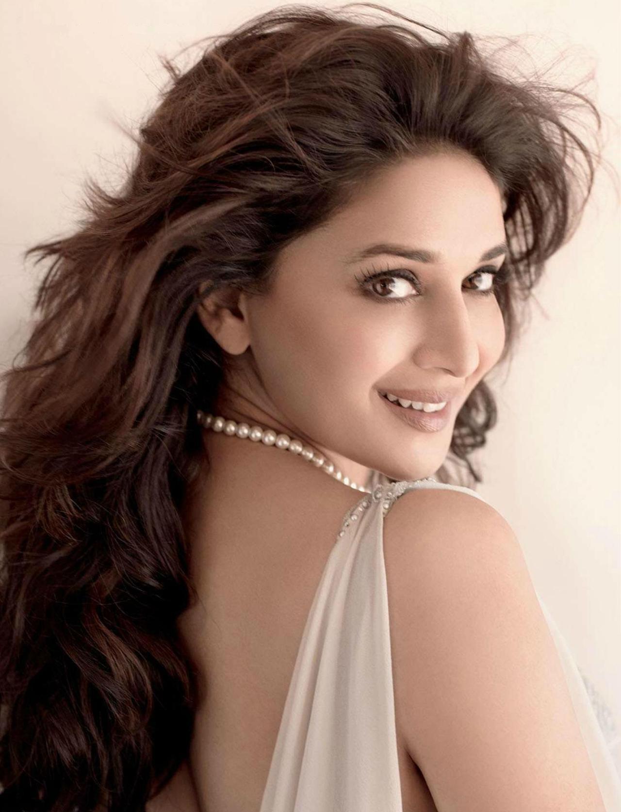 Bollywood Actress Madhuri Dixit Wallpaper Hot Pic 1080p Madhuri Dixit Hd 1223x1600 Download Hd Wallpaper Wallpapertip