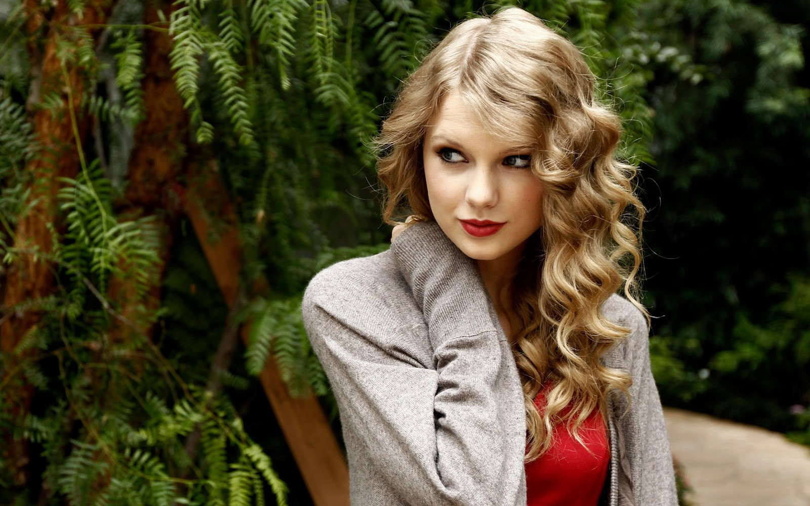 Taylor Swift Hd Wallpaper Never Grow Up Taylor Swift Album Cover 1600x1000 Download Hd Wallpaper Wallpapertip